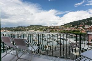 Al Molo Sea View Rooms - AbcAlberghi.com