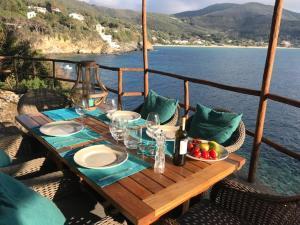 Villa Eyrie on Elba - AbcAlberghi.com