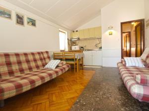Apartment Tea 1651, Apartmanok  Pješčana Uvala - big - 32