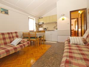 Apartment Tea 1651, Apartmanok  Pješčana Uvala - big - 38