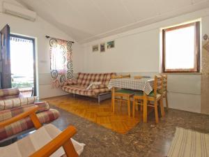 Apartment Tea 1651, Apartmanok  Pješčana Uvala - big - 27