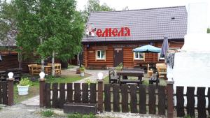 Отель Емеля, Зелёная Поляна