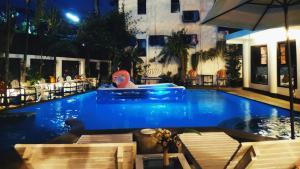 NatLenXI Vacation Hotel