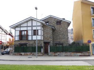 obrázek - Casa con jardín frente ciudadela