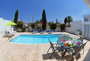 Villa Helen,Colonian beach villas, Vily  Meneou - big - 8