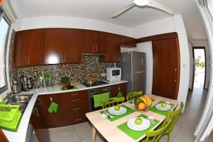 Villa Helen,Colonian beach villas, Vily  Meneou - big - 9