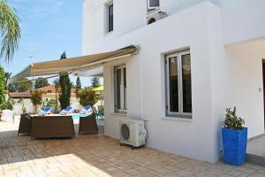 Villa Helen,Colonian beach villas, Vily  Meneou - big - 3