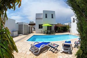 Villa Helen,Colonian beach villas, Vily  Meneou - big - 2
