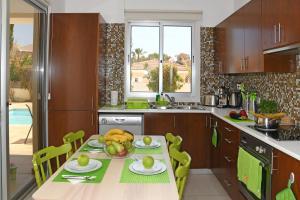Villa Helen,Colonian beach villas, Vily  Meneou - big - 30