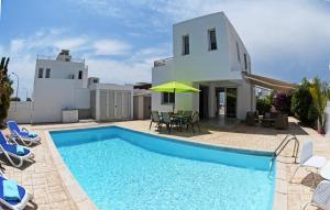 Villa Helen,Colonian beach villas, Vily  Meneou - big - 29