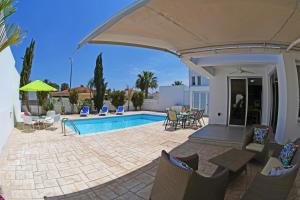 Villa Helen,Colonian beach villas, Vily  Meneou - big - 28