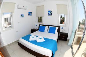 Villa Helen,Colonian beach villas, Vily  Meneou - big - 27
