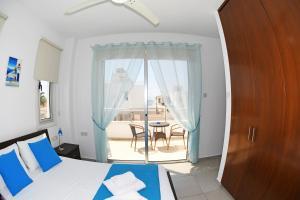 Villa Helen,Colonian beach villas, Vily  Meneou - big - 22