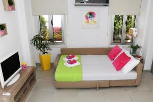 Villa Helen,Colonian beach villas, Vily  Meneou - big - 21