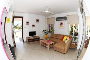 Villa Helen,Colonian beach villas, Vily  Meneou - big - 19