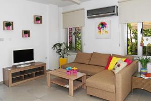 Villa Helen,Colonian beach villas, Vily  Meneou - big - 18