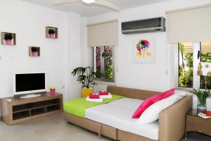 Villa Helen,Colonian beach villas, Vily  Meneou - big - 17