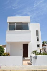 Villa Helen,Colonian beach villas, Vily  Meneou - big - 16
