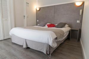 Panam Hotel - Place Gambetta - Bagnolet