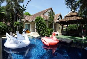 Pattaya 4 Bedrooms Pool Villa at Green Residence