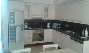 Club Paradisio Apartment 2 Bedrooms, Apartmanok  Gurdaka - big - 9