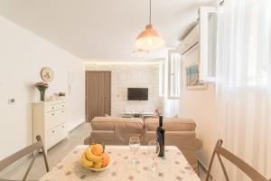 Apartment Nono near the beach with parking, Apartmány  Split - big - 20