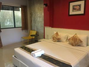 Waen Petch Place Hotel - Kin Phae
