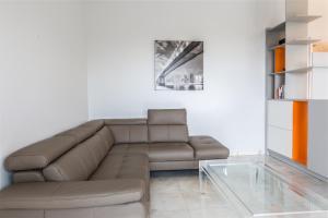 IMMOGROOM Rentals Luxurious apartment in Palm Beach