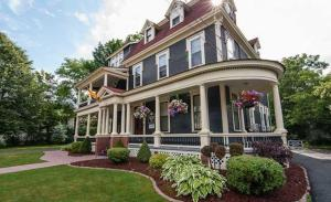 Carriage House Inn - Fredericton
