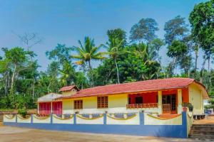 Auberges de jeunesse - Homestay with breakfast, Pollibetta, Kodagu, by GuestHouser 62565