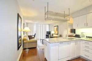 Pelican Suites at North York, Appartamenti  Toronto - big - 3