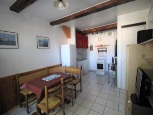 Apartment Appartement pour 2 personnes avec chambre en alcôve - port ...