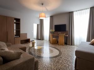 HNN Luxury Suites - Hotel - Genoa