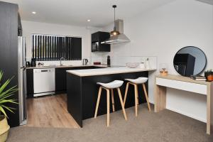 . Parlane Apartment 2 - Christchurch Holiday Homes