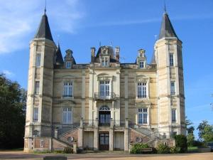 Location gîte, chambres d'hotes Chateau De La Moriniere dans le département Maine et Loire 49
