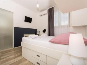 Villa White, 21220 Trogir