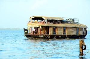 Entice Houseboats