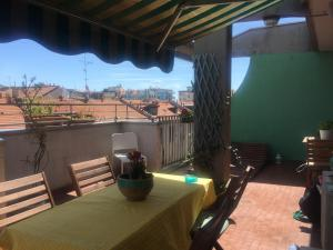 A cozy Penthouse´s room in Porta Romana´s area, th - AbcAlberghi.com