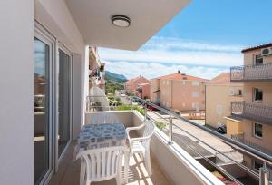Apartments with a parking space Makarska - 6720