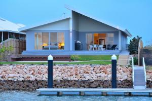 . The Carnarvon Luxury Canal Home