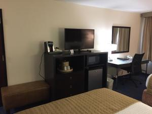 Best Western Plus Portland Airport Hotel & Suites, Hotels  Parkrose - big - 17