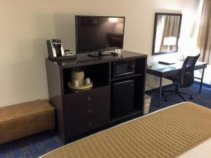 Best Western Plus Portland Airport Hotel & Suites, Hotels  Parkrose - big - 101