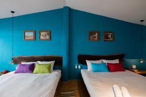 Funky architect's blue house - Hồ Chí Minh