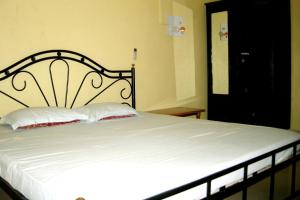1 BR Guest house in Calangute (6156), by GuestHouser