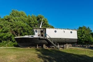 Aurelia Boat - Kallaste