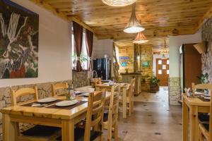 Rustic Lodge Plitvice, Bed and Breakfasts  Jezerce - big - 30