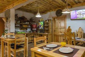 Rustic Lodge Plitvice, Bed and Breakfasts  Jezerce - big - 21