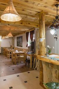 Rustic Lodge Plitvice, Bed and Breakfasts  Jezerce - big - 20