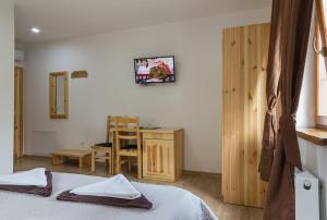 Rustic Lodge Plitvice, Bed and Breakfasts  Jezerce - big - 19
