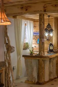 Rustic Lodge Plitvice, Bed and Breakfasts  Jezerce - big - 18